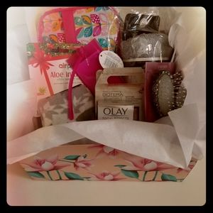 Holiday Women's Gift Box Travel Kit